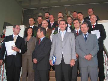 v. links n. rechts (vordere Reihe): Aloys Muhle, Susanne Quante, Ramis Konya, Peter Helmke, Volker Rathjen, v. links n. rechts (2. Reihe): Peter Kaufmann, Marco Ostermann, Dragoljub Plavic (verdeckt), Jörn Puls, Michael Radix, v. links n. rechts (3. Reihe): Joachim Wolf, Andre Gleißner, Burkhard Sommerhäuser, Dr. med. Achim Rogge, v. links n. rechts (hintere Reihe): Dr. med. Markus Holtel, Dr. med. Ralf Engels, Dr. med. Joachim Ohm, Joachim Pouwels