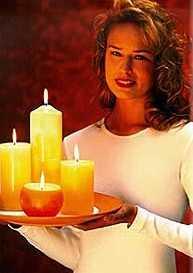 Hübsche Torte... Und vier Kerzen auf einem Tablett ;-)